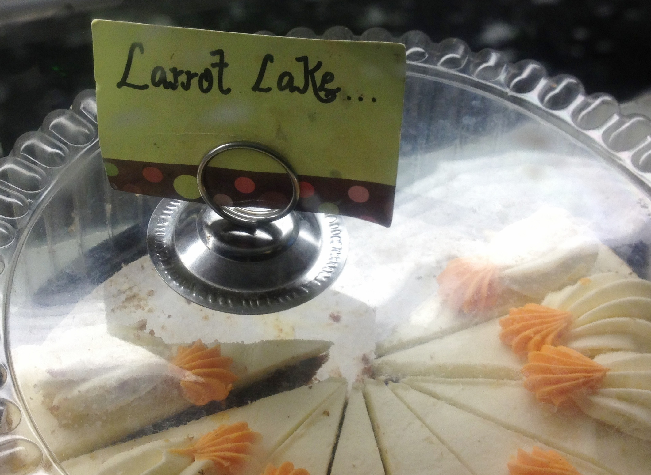 letrero que lee Larrot Lake