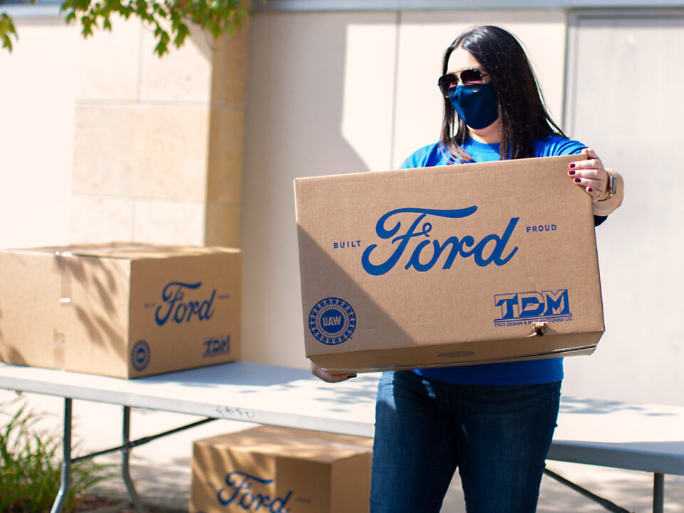 Cajas de mascarillas donadas por ford puerto rico